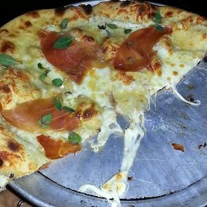 Proaciutto pizza from Ciollina