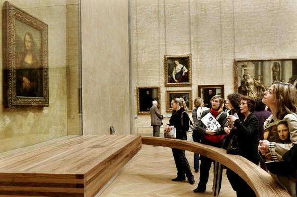 "Photo: Visitors at the Louvre Museum in Paris gather around the ""Mona Lisa."" Credit: Francois Mori / Associated Press"
