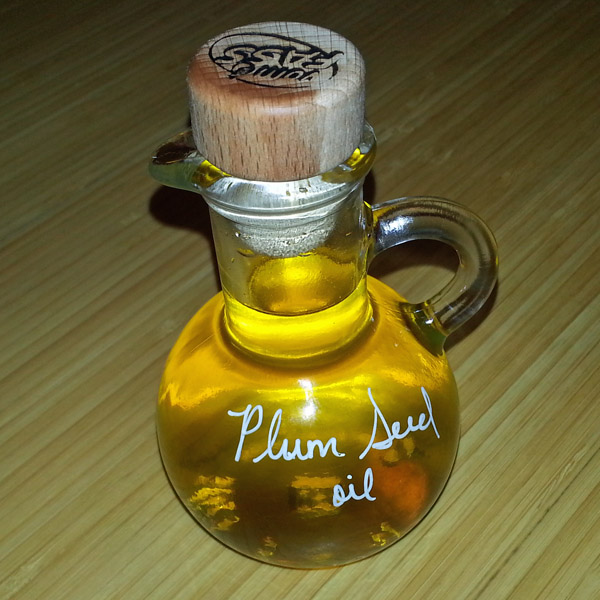 Plum seed oil from Vom Fass