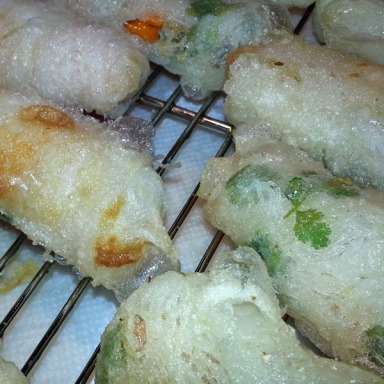 Ant cooks - fried spring roll 2