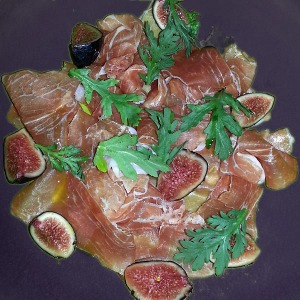 Prosciutto & fig on a purple plate