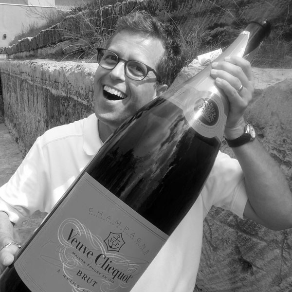Ant with bottle of cliquot 600 bw