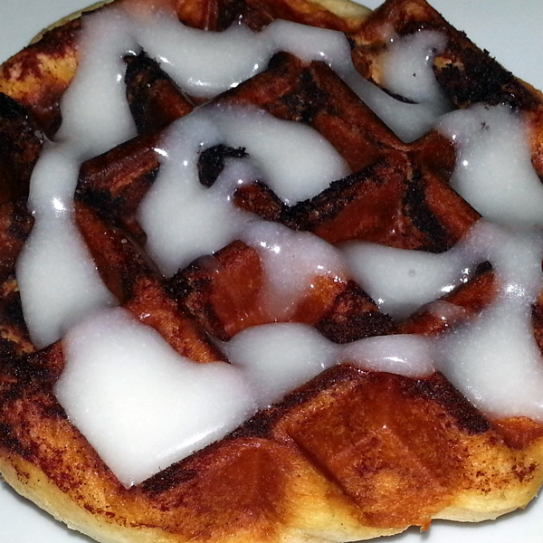 Ant cooks - waffle iron cinnamon roll 2