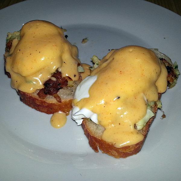 JM cooks - eggs benedict over crab cake